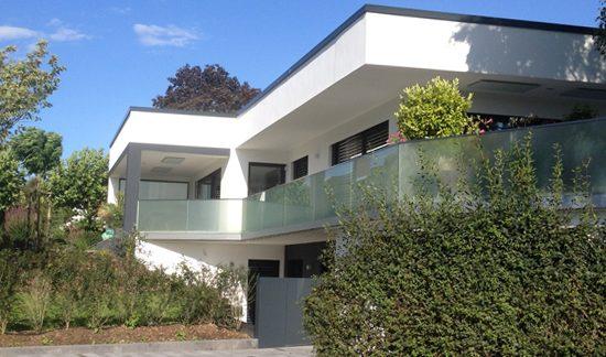 Haus nach Sanierung zur Plus-Energie-Villa - nachher - ecomfort